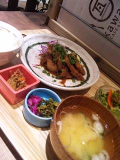 巨大味噌汁定食(<br />  違)